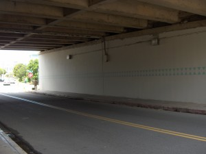 After:  The newly spruced-up and beautified underpass welcomes cars headed to UH Mānoa.  Photos by Laura Ruby