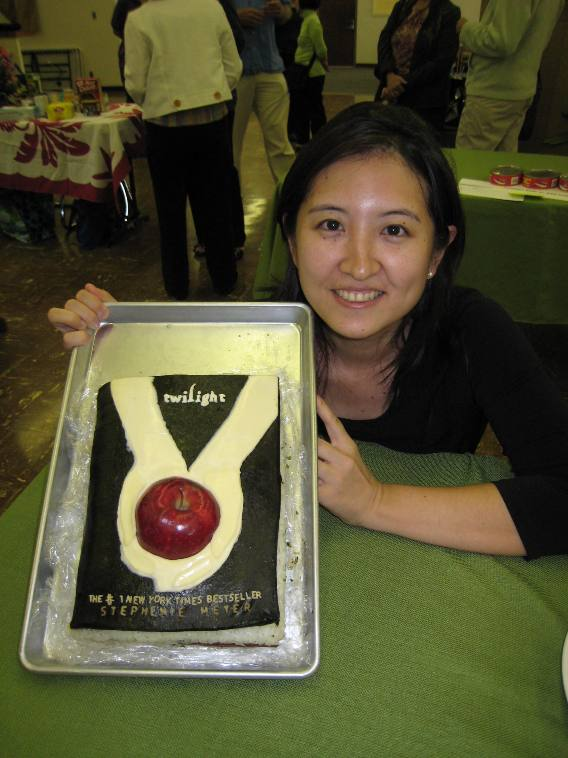 "Crystal Watanabe and her ""Twilight"" book that was like a giant Spam musubi (riceball)."