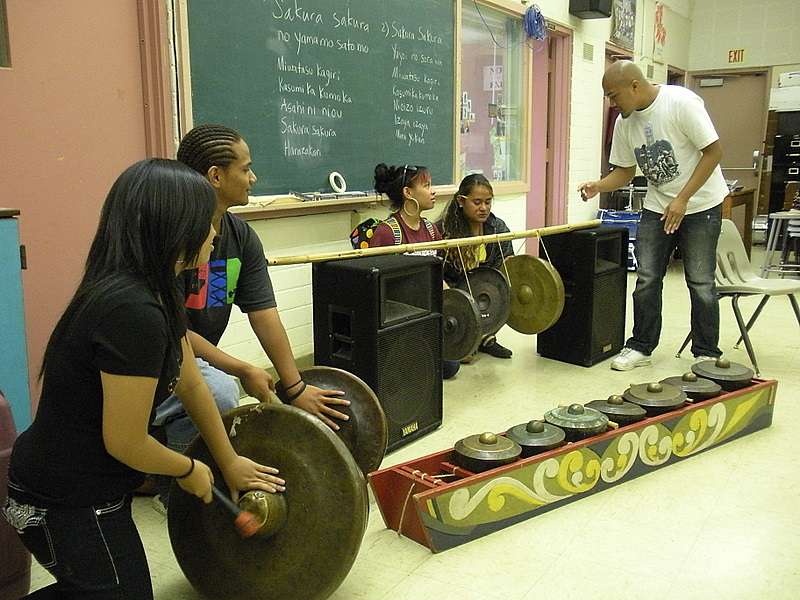Bernard Ellorin, a PhD student in Ethnomusicology, shares kulingtang music of the Philippines with a Farrington music class.  Hands-on participation was an important part of the outreach activity.