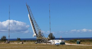 The Super Strypi launch vehicle fastened to a rail launch system at the Pacific Missile Range Facility in Kauaʻi, Hawaiʻi. Credit: U.S. Air Force.