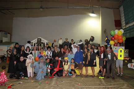 Students and faculty in costume for the kids at Kakaʻako